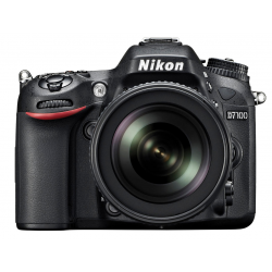 Nikon D7100 + 18-140mm Kit